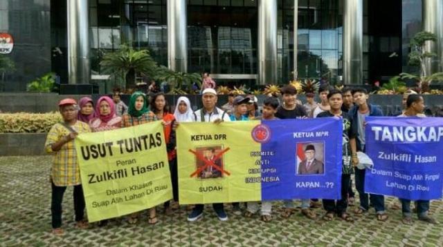 KPK Didemo Segera Tuntaskan Kasus Suap Lahan di Riau