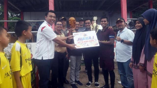 Ketua DPRD Pelalawan Hadiri Penutupan Turnamen Sepak Bola Dusun Tua Cup I Tahun 2019