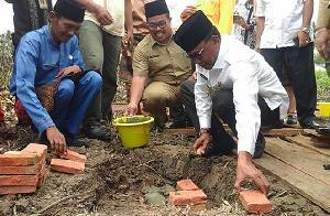 Image result for Bupati Suyatno letakkan batu pertama pembangunan kantor Rohil